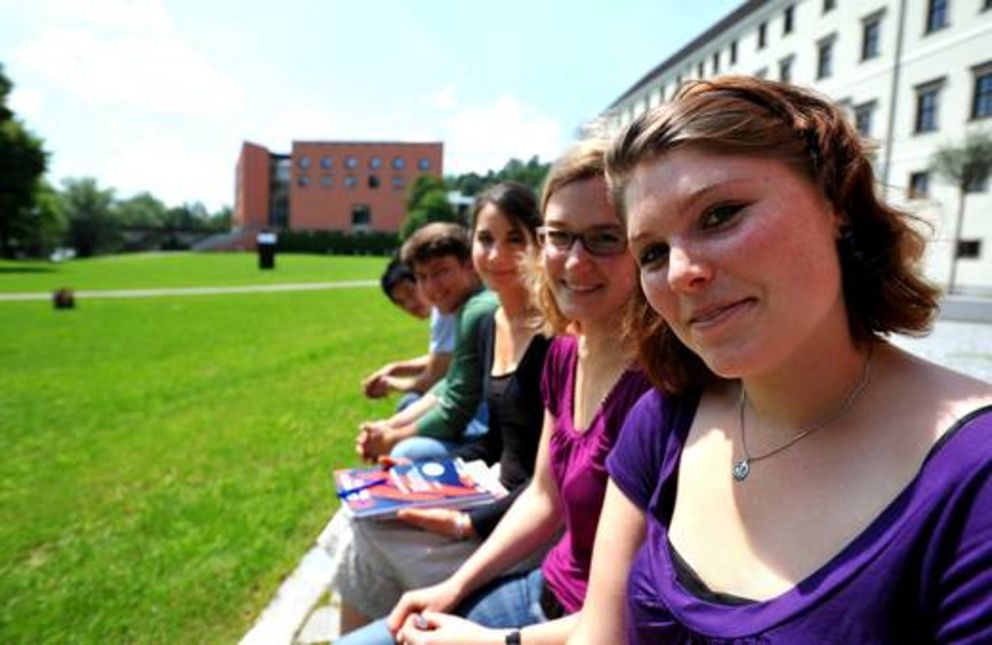 Students of the University of Passau at the Innwiese