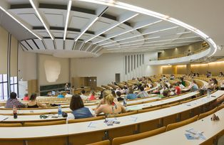 A panoramic shot of the Main Lecture Theatre (Audimax)