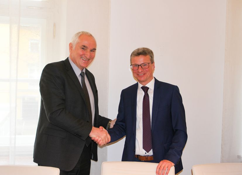Science Minister, Bernd Sibler, presented Professor Ulrich Bartosch with the letter of appointment on 10 March. The new President of the University of Passau will take office on 1 April 2020. Photo credit: Bavarian State Ministry of Science and the Arts
