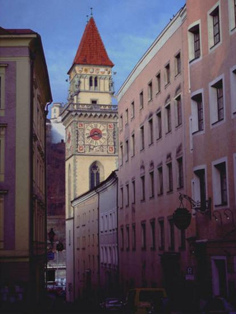 Alley leading to Passau city hall