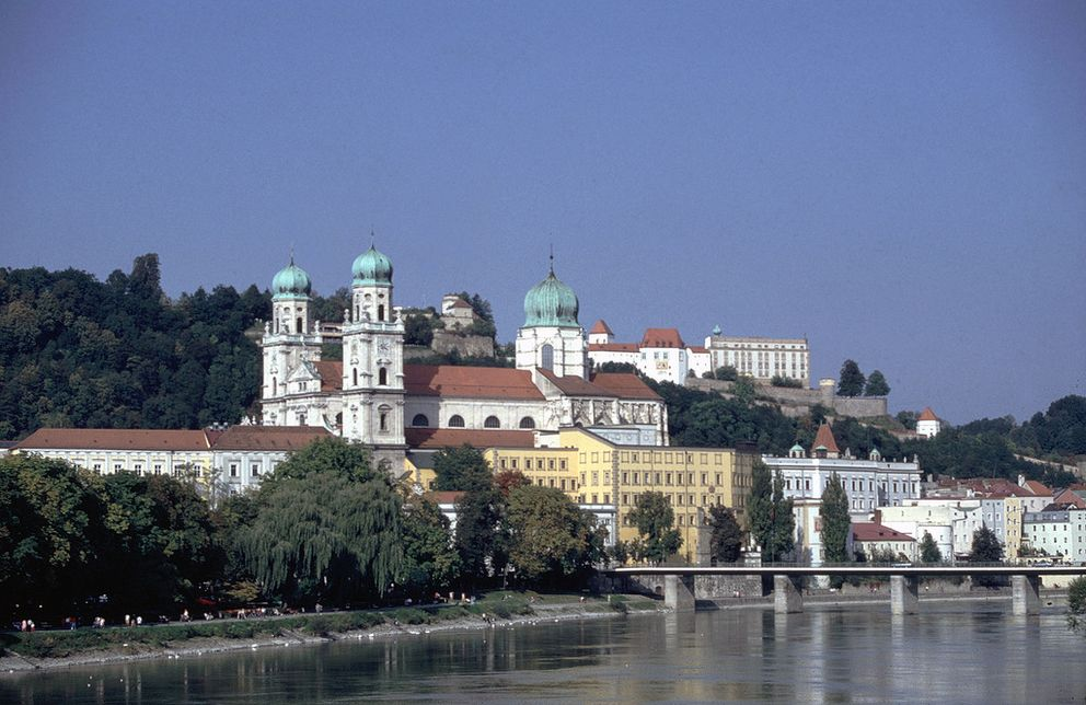 View of St. Stephen's Cathedral with the river Inn in the foreground