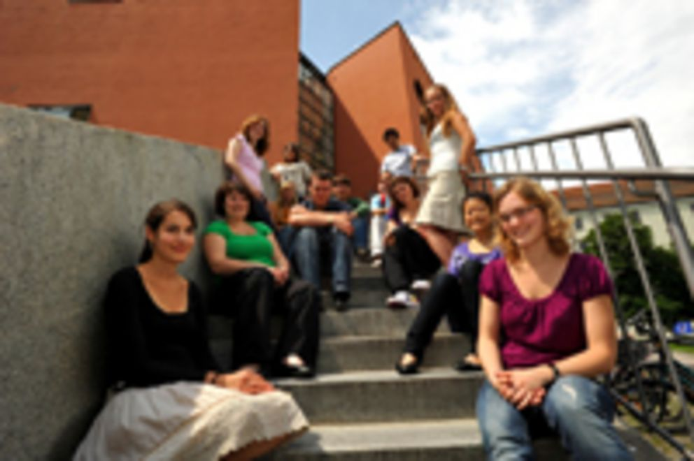 Students in front of the Philosophicum building