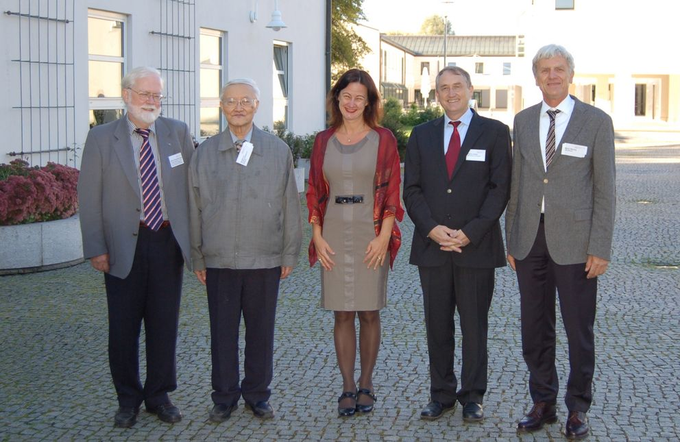 From left to right: Professor Bernd Krieg Brückner (keynote speaker, DFKI Bremen), Professor Ruqian Lu (Chinese Academy of Sciences, Beijing), Vice President Ursula Reutner, Professor Franz Lehner (Dean of the Faculty of Business Administration and Economics), Professor Martin Wirsing (Vice President of LMU Munich). Photo: University of Passau