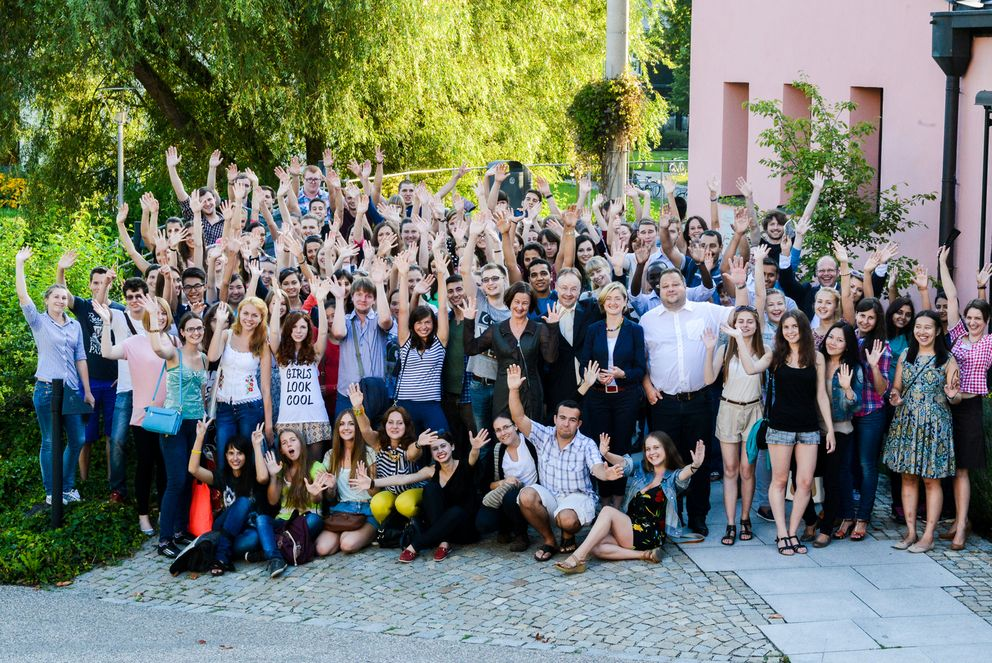 This year's summer course students, Vice President Ursula Reutner, Vice-Mayor Urban Mangold, Deputy Head of the Language Centre Dott. Mag. Cristina Pontalti Ehrhardt, and the Team Coordinator for German as a Foreign Language, Dieter Müller.