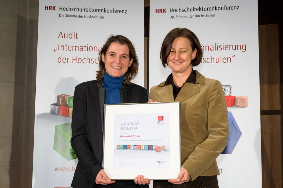 Vice President Professor Ursula Reutner (right) and Barbara Zacharias, Head of the International Office and Student Services accept the HRK internationalisation audit certificate. Photo: HRK